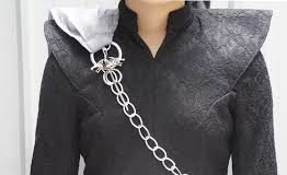 Adoring attire of Daenerys Targaryen
